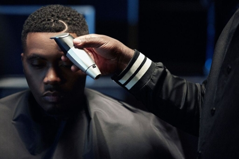 Nas gets a haircut with Bevel